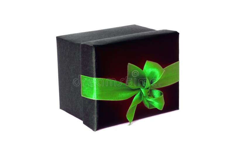 Boîte-cadeau noir avec l'arc vert de ruban de satin photos stock