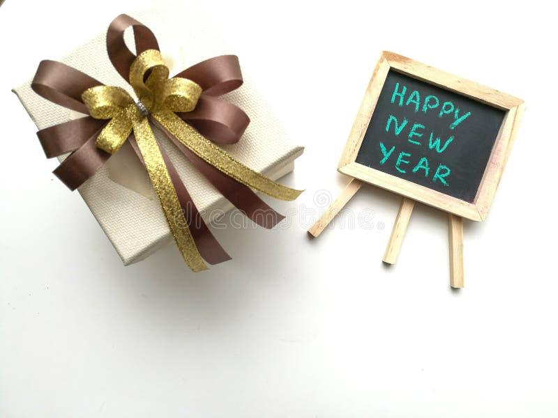 Boîte-cadeau pendant la nouvelle année d'anniversaire photographie stock