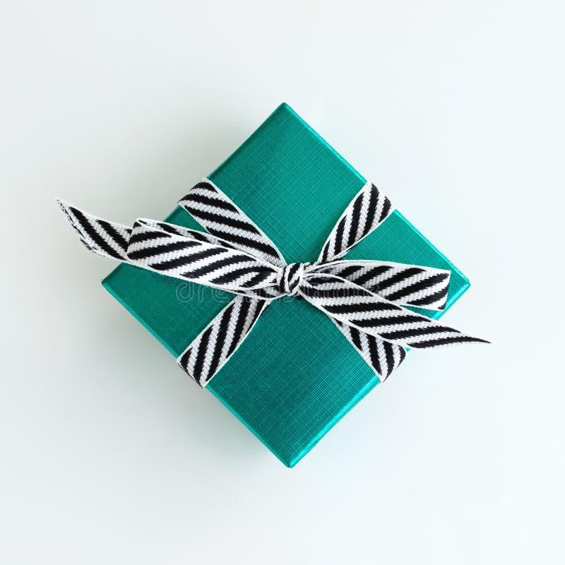 Boîte-cadeau vert photographie stock libre de droits