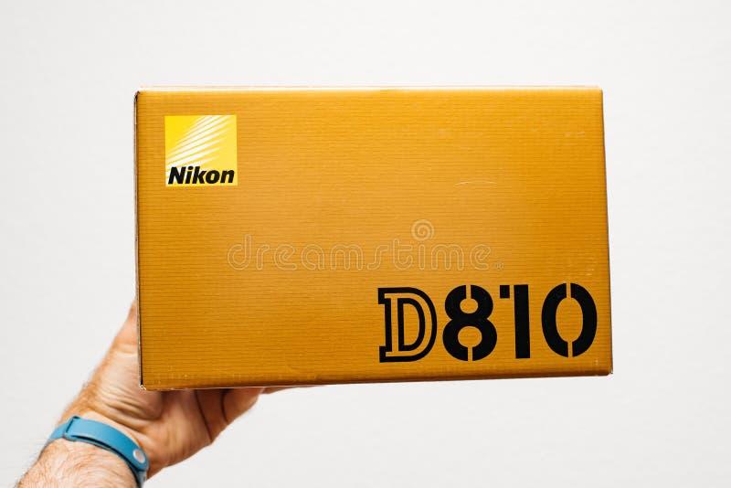 Boîte d'appareil-photo de Nikon DSLR à disposition photo stock