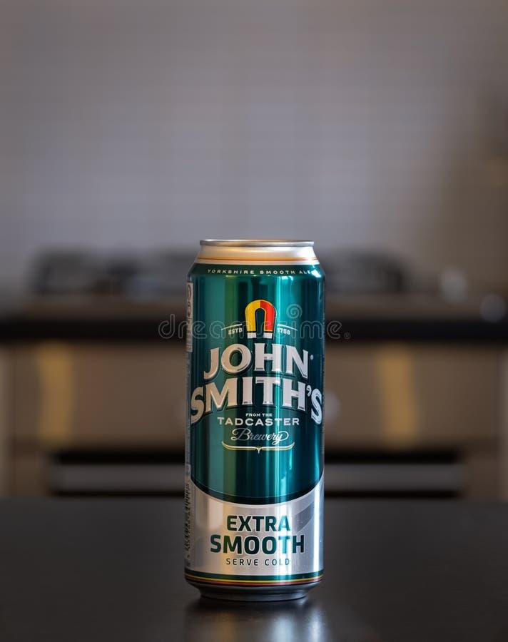 Boîte d'A de bière du ` s de John Smith images stock