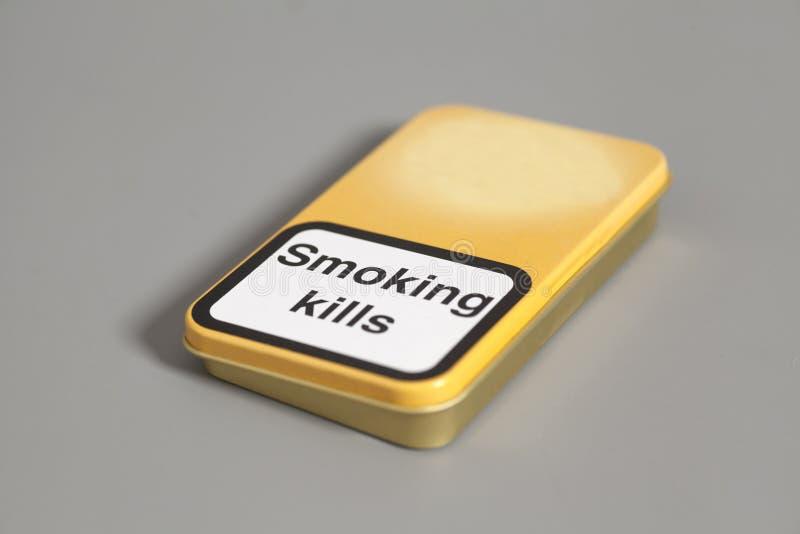 Boîte de cigarettes Mises à mort de tabagisme photos stock
