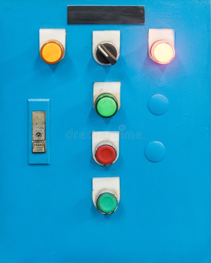 Boîte de contrôle électrique avec le bouton de commutateur photo libre de droits