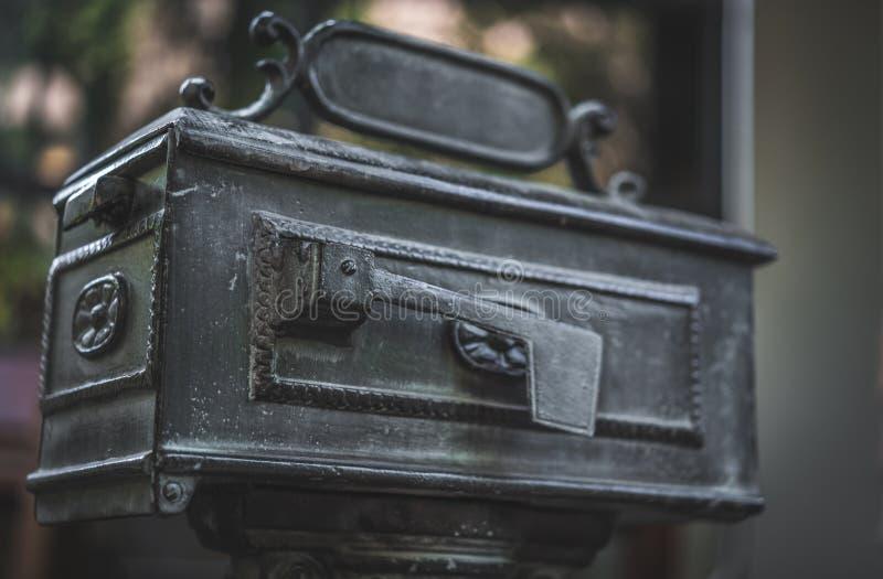 Boîte de courrier d'acier inoxydable en métal de vintage photos libres de droits