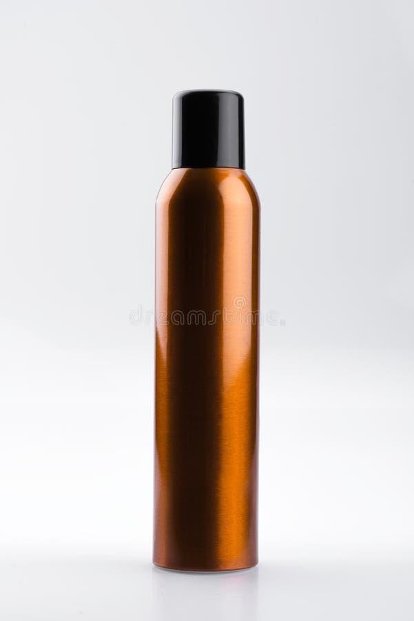 Boîte de jet cosmétique en aluminium d'or, d'isolement sur le fond blanc images stock