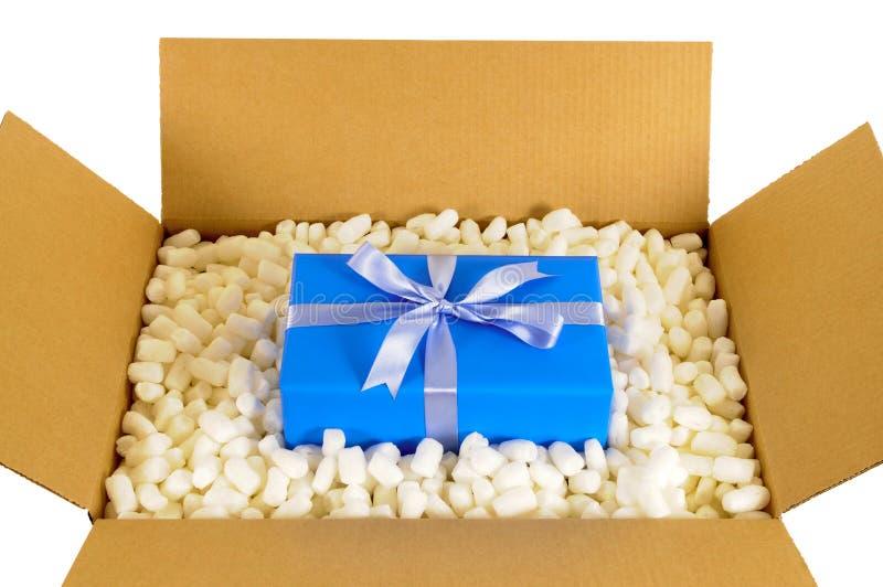 Boîte De La Livraison D\'expédition De Carton Avec Le Cadeau Bleu ...