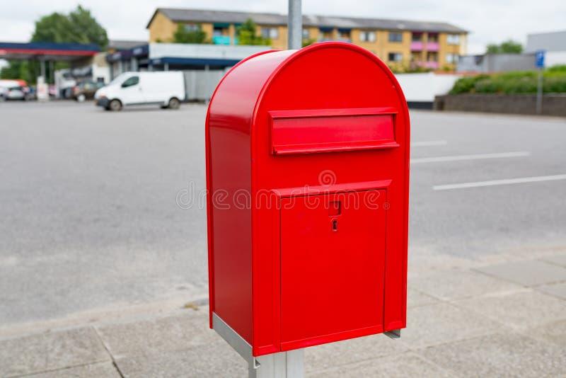 Boîte de lettre de courrier en métal photographie stock libre de droits