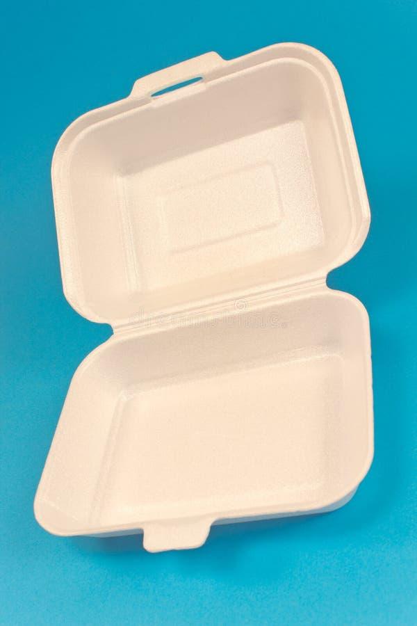 Boîte de mousse de styrol pour la nourriture sur le bleu photographie stock libre de droits