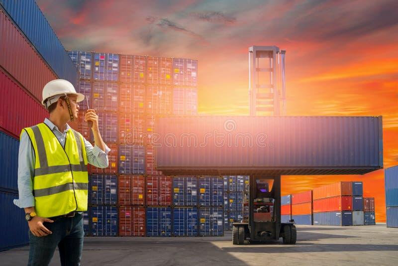 Boîte de récipients de chargement de contrôle d'agent de maîtrise de bateau de fret de cargaison pour des importations-exportatio photo stock