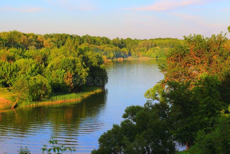 Boîte de rivière photos stock