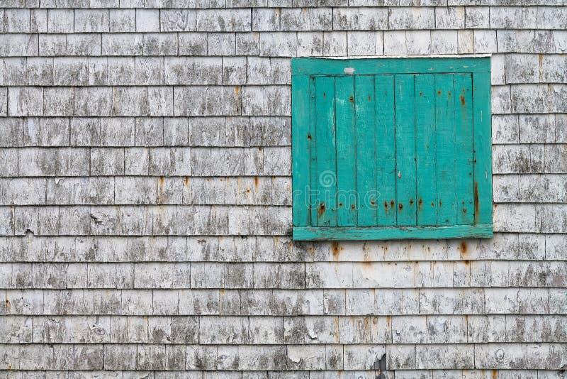 Boîte de turquoise sur le mur photo libre de droits
