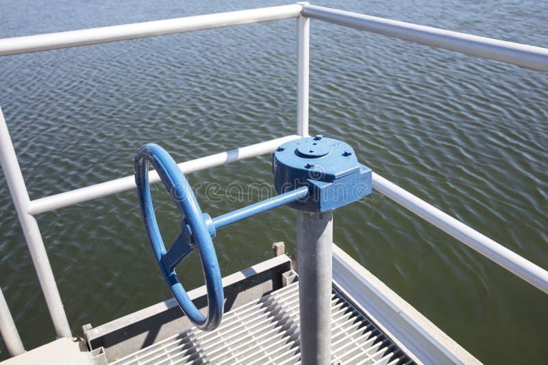 Boîte de vitesse pour la vanne papillon ou le robinet à tournant sphérique avec l'extension photos stock