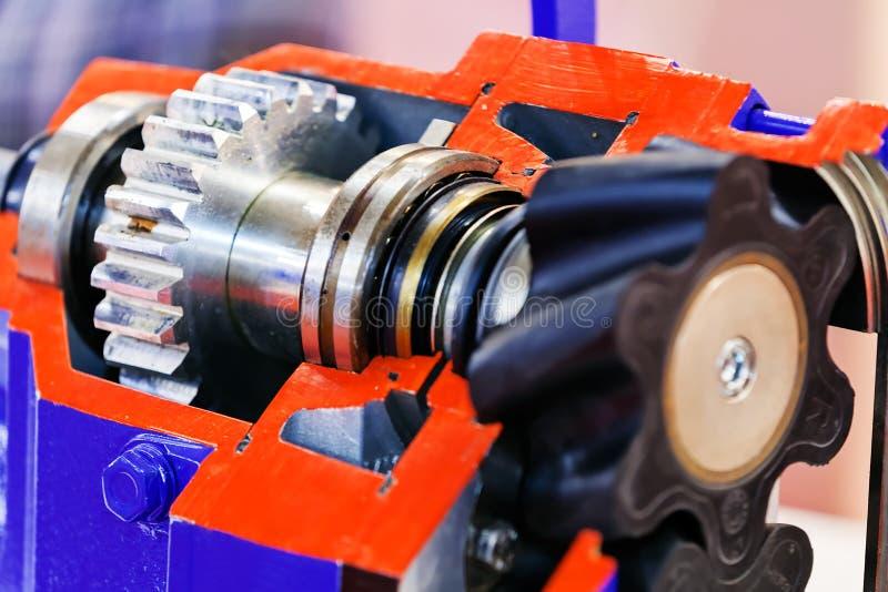Boîte de vitesse sur le grand moteur électrique photographie stock libre de droits
