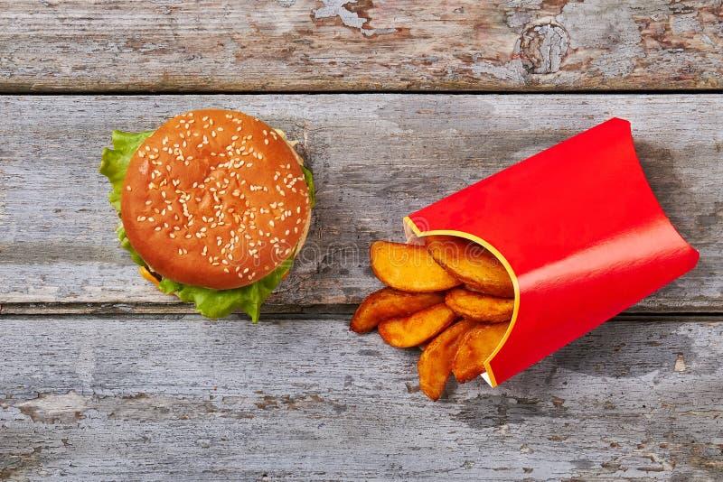 Boîte des fritures et de l'hamburger images libres de droits