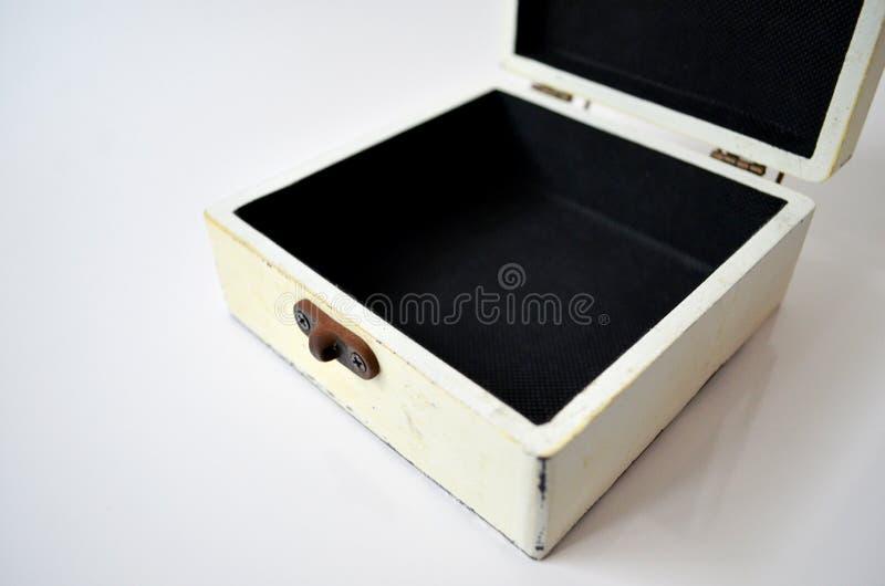 Boîte en bois blanche sur le fond blanc photo stock
