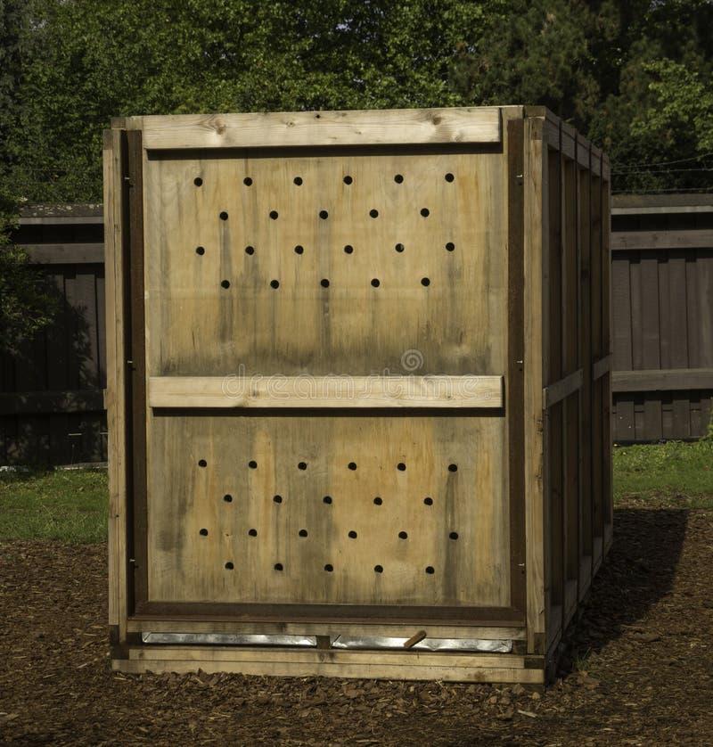 Boîte en bois de transport pour des animaux images libres de droits