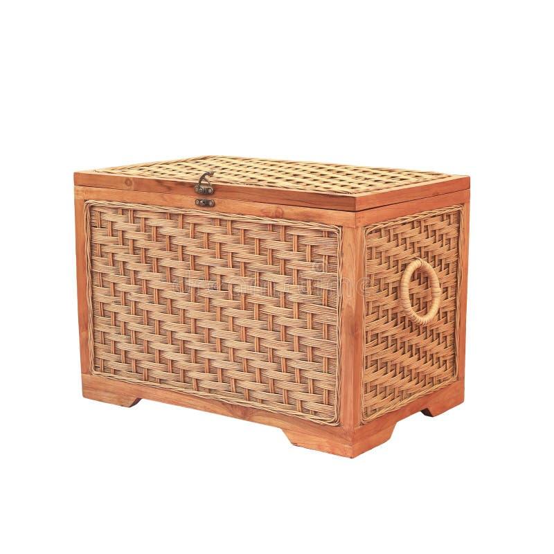 Boîte en bois fermée d'isolement sur le blanc, avec le chemin de coupure photographie stock
