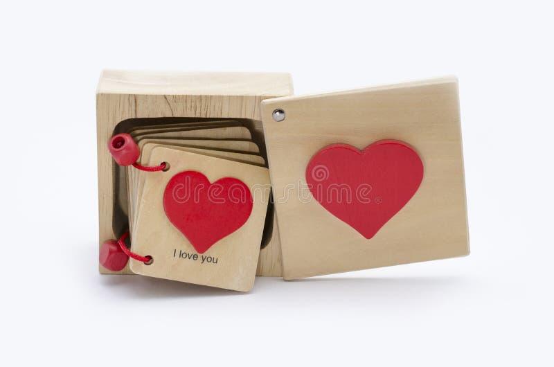 Boîte en bois sur un fond blanc avec le message d'amour images libres de droits