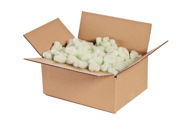 Boîte en carton avec des arachides photo stock