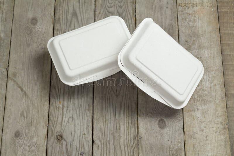 Boîte en carton de boîte à aliments de préparation rapide sur en bois photos libres de droits