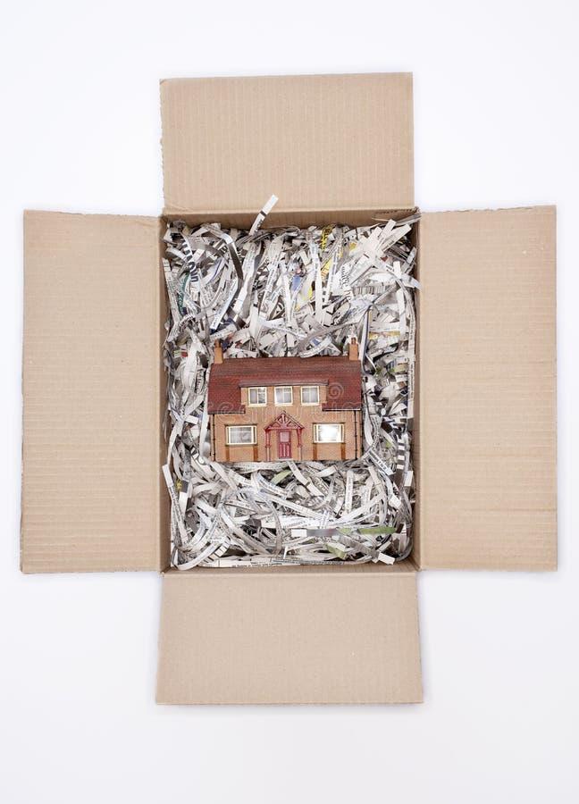 Boîte modèle de House In Cardboard image stock