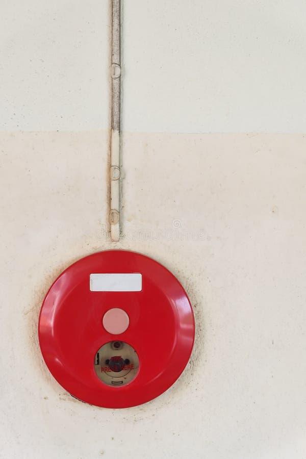 Boîte rouge d'alarme d'incendie pour le système de sécurité d'avertissement monté images libres de droits