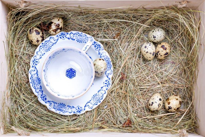 Boîte rustique de Pâques photos libres de droits