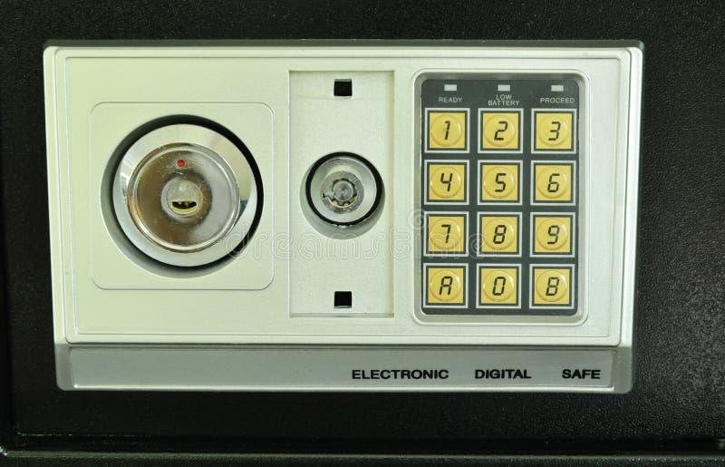 Boîte sûre avec le trou de la serrure et nombre électronique de sécurité pour le double système de sûreté photos libres de droits