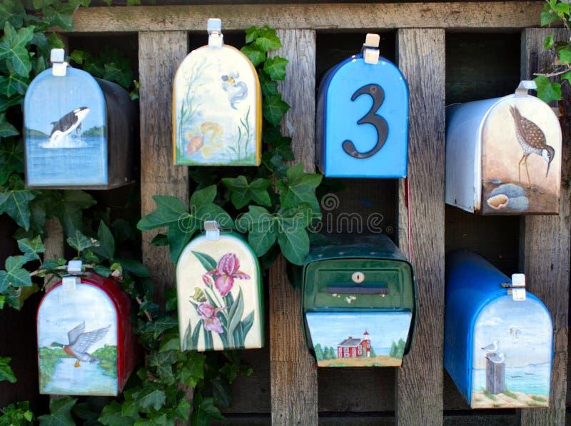 Boîtes aux lettres peintes image stock