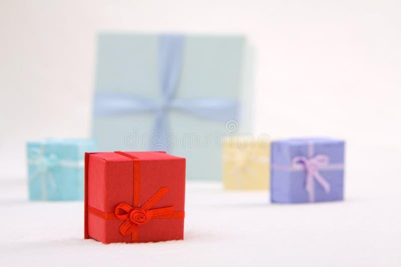 Boîtes-cadeau colorées photographie stock libre de droits