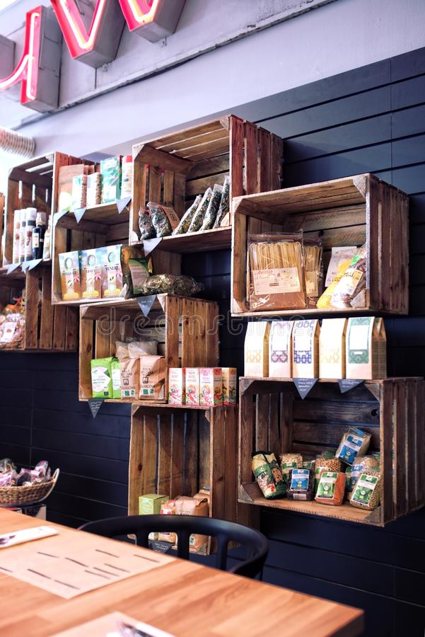 Boîtes en bois - éco-marché photos libres de droits