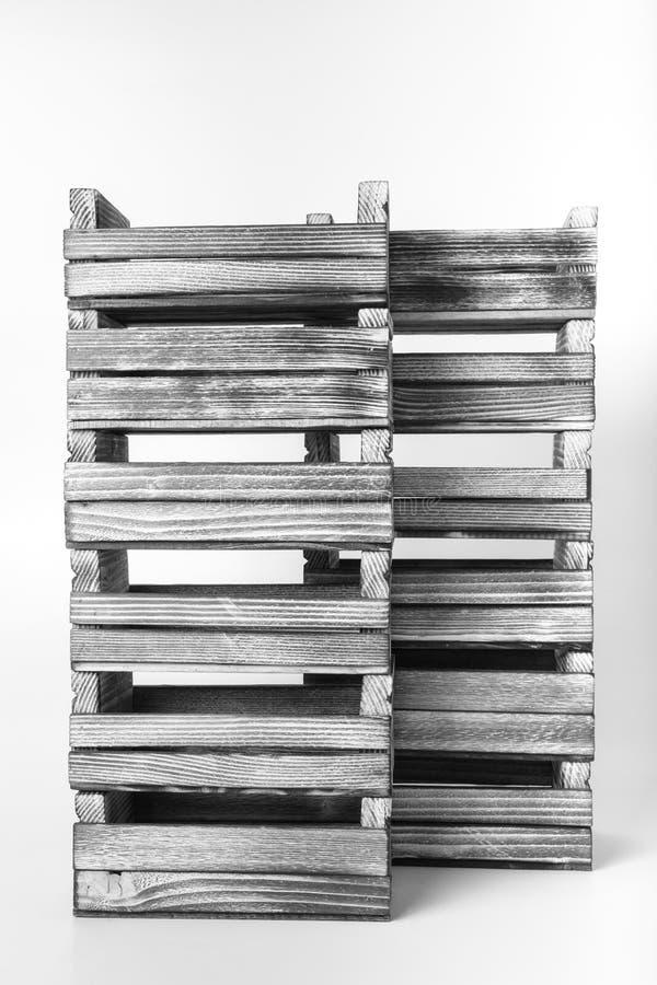 Boîtes en bois brûlées faites main sur un fond clair toned photo stock