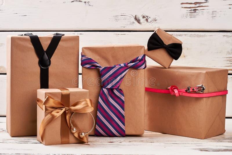 Boîtes et accessoires actuels photo stock
