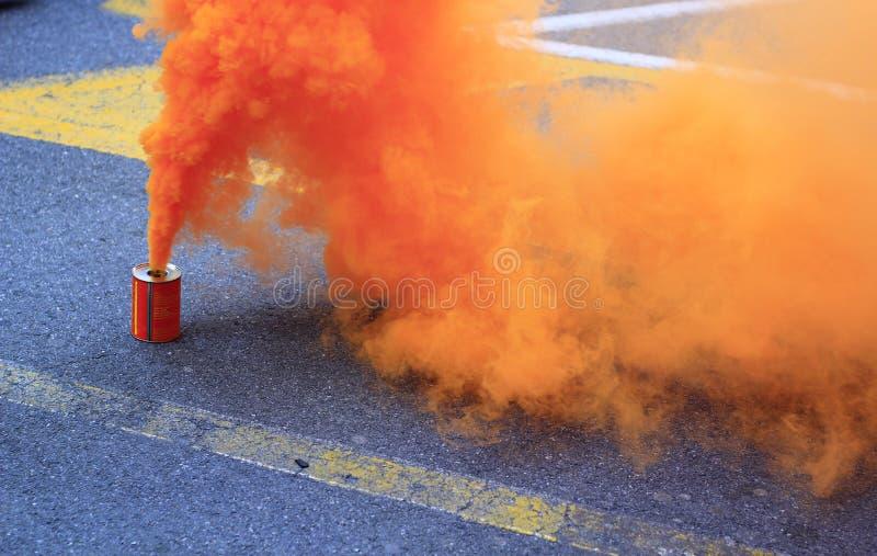 boîtes oranges de fumée photos libres de droits