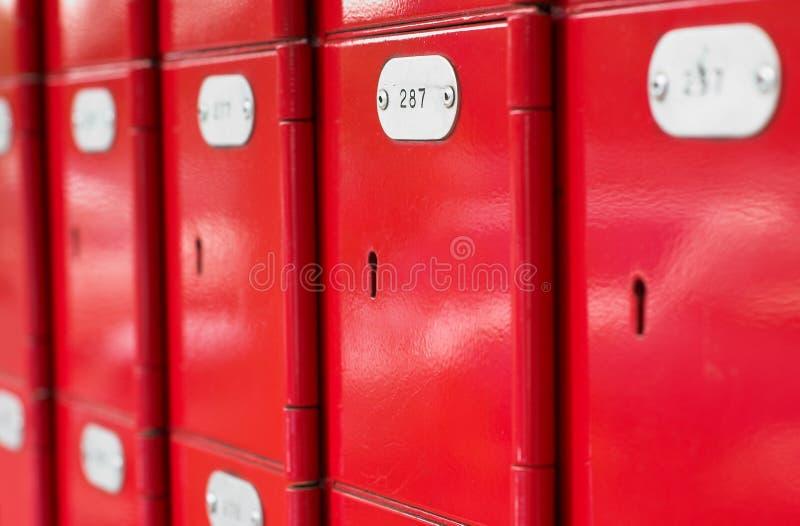 Boîtes postales rouges image libre de droits