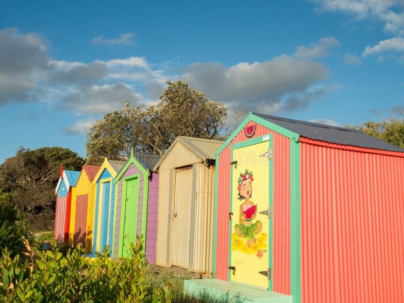 Boîtes se baignantes colorées dans Mornington sur la péninsule de Mornington images libres de droits