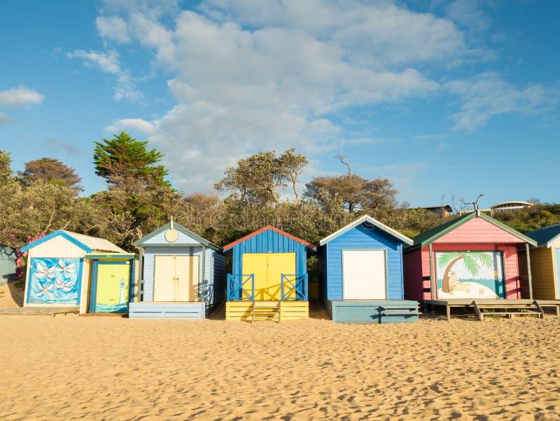 Boîtes se baignantes colorées dans Mornington sur la péninsule de Mornington photographie stock