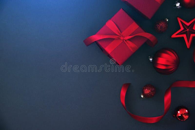 Boże Narodzenia i nowego roku wakacje tło Xmas kartka z pozdrowieniami chłopiec wakacji lay śniegu zima obraz stock