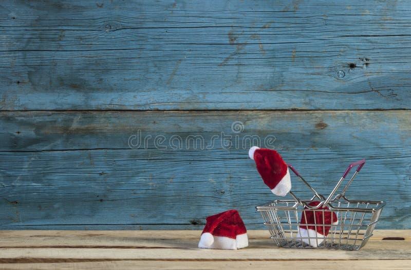 Boże Narodzenia i pusty zakupy kosz obrazy royalty free