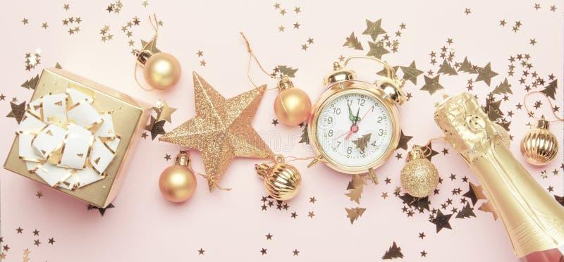 Boże Narodzenia lub nowego roku skład, rama, różowy tło z g fotografia royalty free