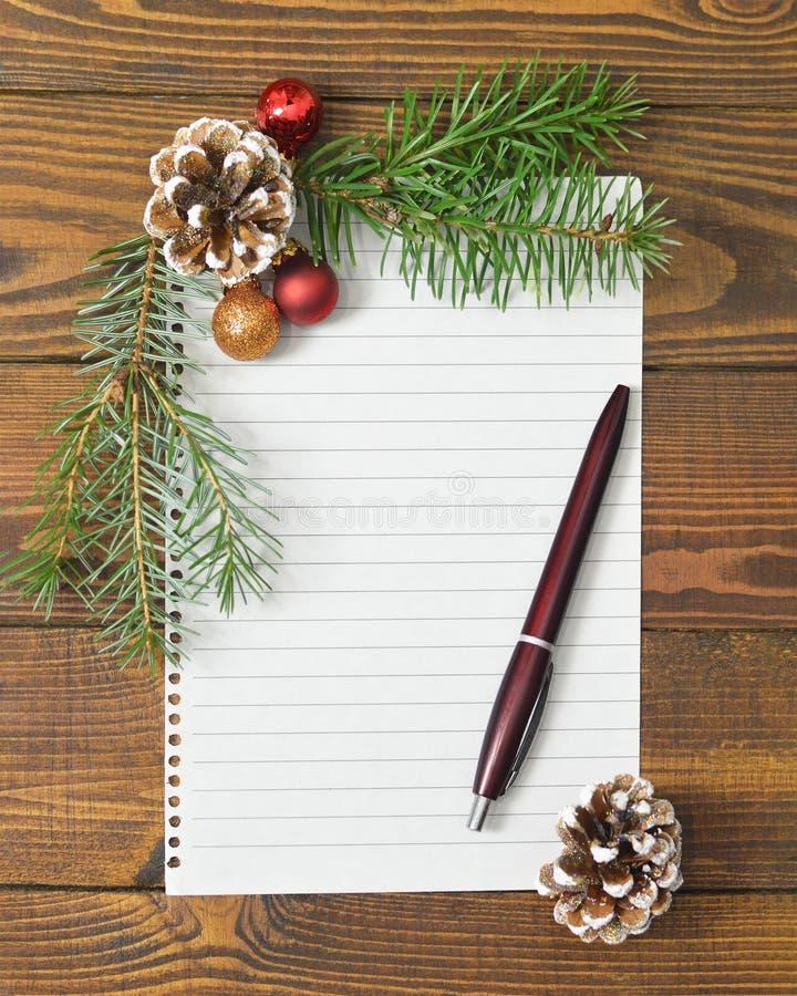 Boże Narodzenia lub nowy rok egzaminu próbnego w górę Pusty papier i boże narodzenie dekoracja obrazy royalty free