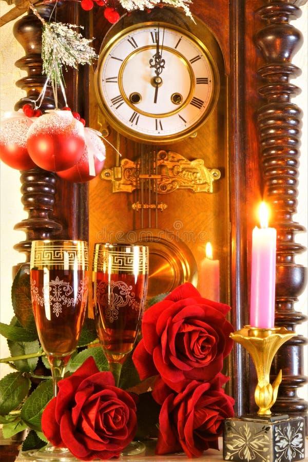 Boże Narodzenia, nowy rok, wakacje, zabawa Zegar jest symbolem czas, wspominającym za i przyszłość Świętować wakacje fotografia royalty free