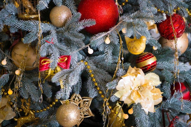 Boże Narodzenia Piękny dekorujący drzewo z zabawkami Ranek przed Xmas Nowego Roku wakacje szczęśliwego nowego roku, Boże Narodzen zdjęcia stock