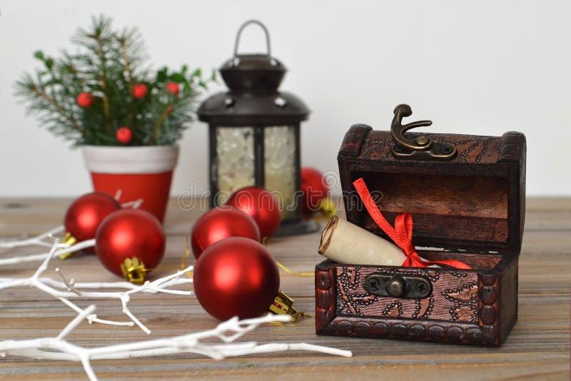 Boże Narodzenia piszą list w skarb klatce piersiowej zdjęcia stock