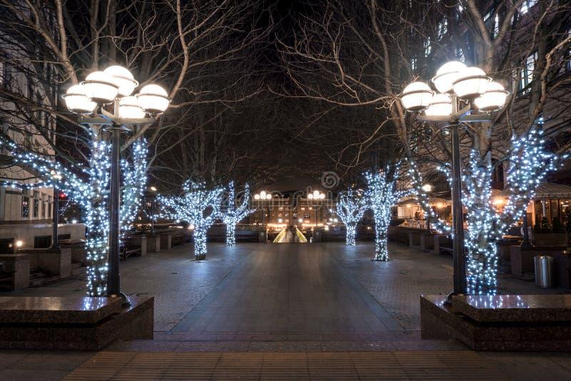 Bo?e Narodzenia przyje?d?ali ten kwadrat w Canary Wharf obrazy royalty free