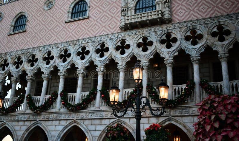 Bo?e Narodzenia w miasto dekoracjach fotografia royalty free