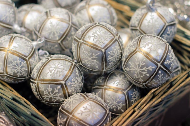 Boże Narodzenia wprowadzać na rynek dekorację - szklane piłki zdjęcia stock