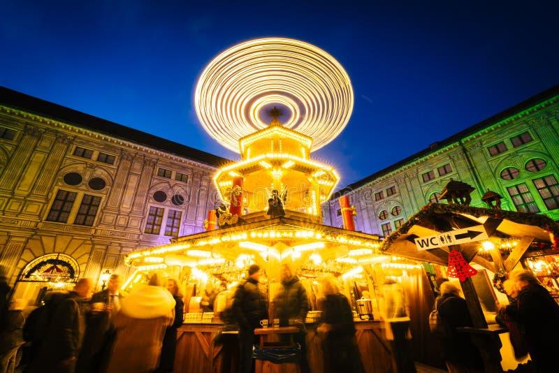 Boże Narodzenia Wprowadzać na rynek przy nocą, przy Monachium Residenz w Monachium, Ge zdjęcie stock