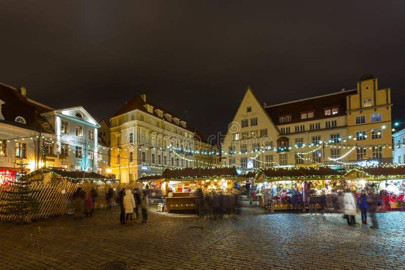 Boże Narodzenia wprowadzać na rynek przy Tallinn ` s urzędu miasta kwadratem obraz royalty free
