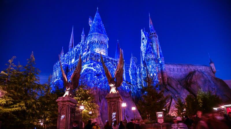 Boże Narodzenia zaświecający up przy Hogwarts szkołą fotografia royalty free